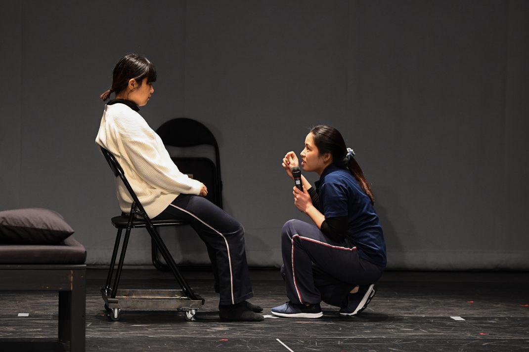 劇場で考える。支えること、支えられること―舞台作品『Pamilya (パミリヤ)』の映像上映と関連プログラム