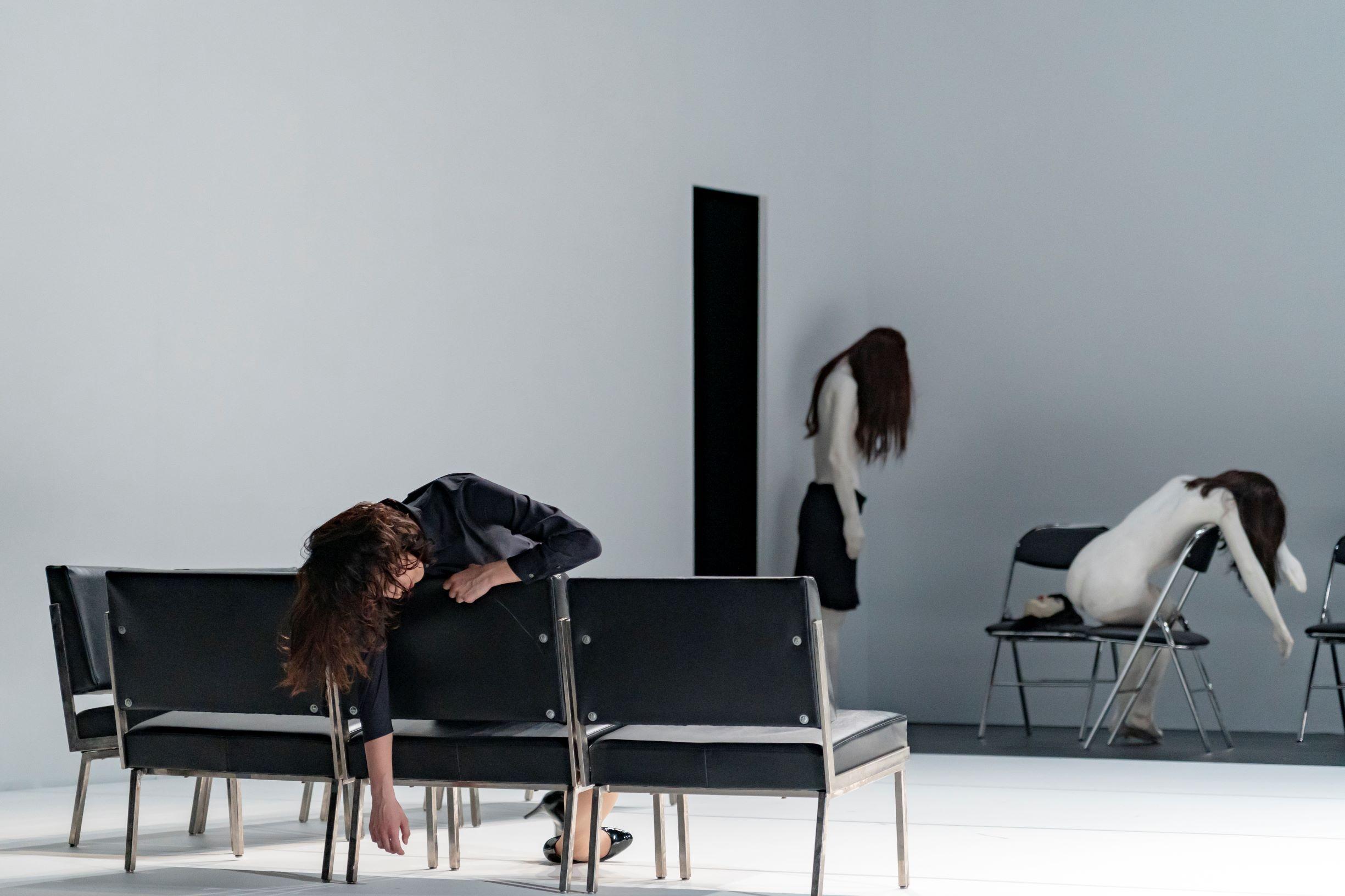 ジゼル・ヴィエンヌ、エティエンヌ・ビドー=レイ 「ショールームダミーズ #4」記録写真